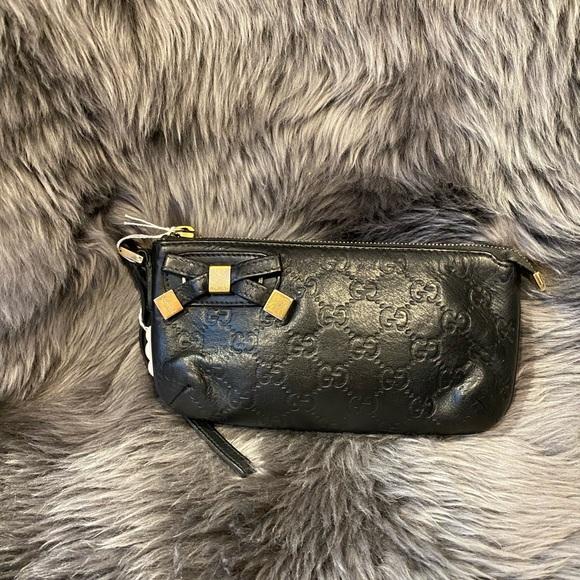 Gucci Handbags - Gucci bow clutch
